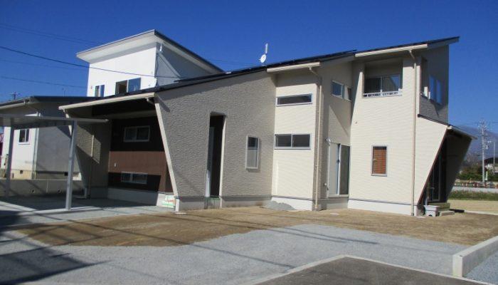No.20:長土呂の新規分譲地に佇む家