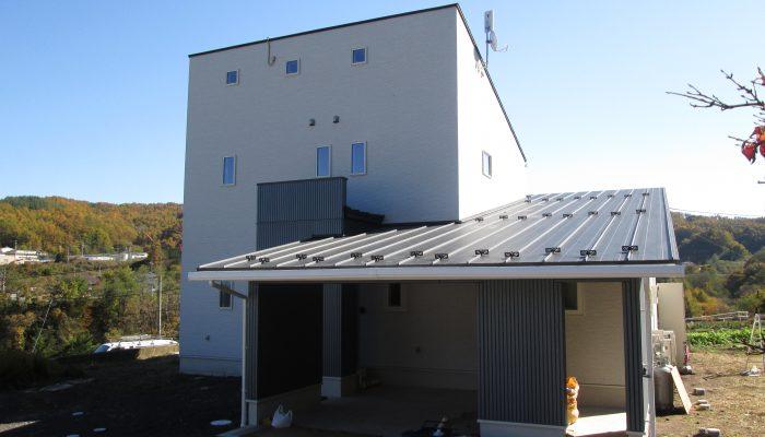 No.27 : 小海町 豊里の高台に佇む家